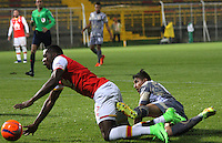 BOGOTA -COLOMBIA, 1-03-2017. Santiago Roa(R)  player of Tigres Fc fights the ball agaisnt Leyvin Balanta (L) palyer of Santa Fe .  Action game between  Tigres FC  and Santa Fe during match for the date 7 of the Aguila League I 2017 played at Metropolitano de Techo stadium . Photo:VizzorImage / Felipe Caicedo  / Staff