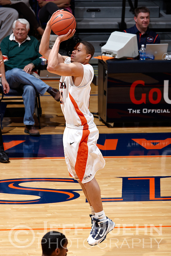 SAN ANTONIO , TX - FEBRUARY 6, 2010: The Southeastern Louisiana University Lions vs. The University of Texas At San Antonio Roadrunners Men's Basketball at the UTSA Convocation Center. (Photo by Jeff Huehn)