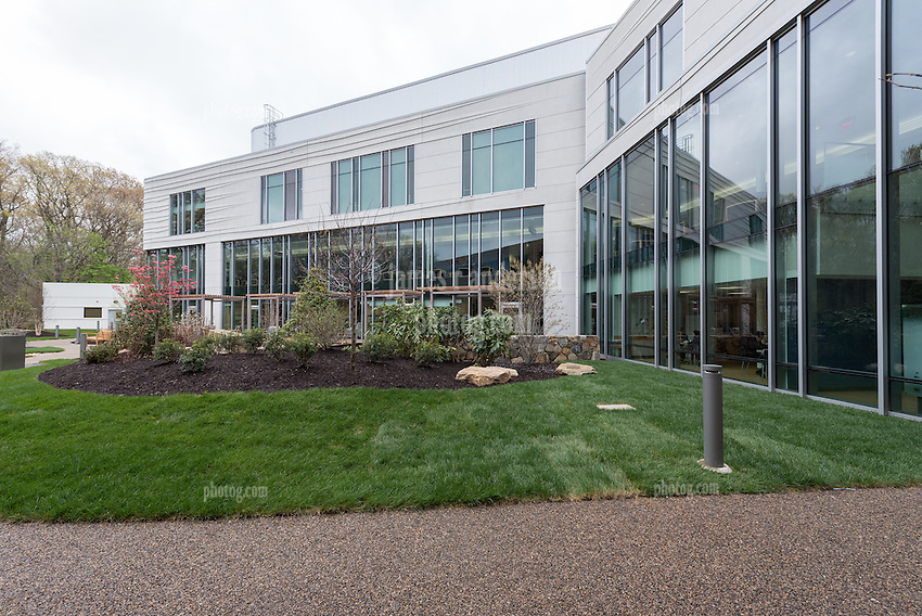 Yale-New Haven Health Park Avenue Medical Center. Architect: Shepley Bulfinch. Contractor: Gilbane Building Company, Glastonbury, CT. James R Anderson Photography, New Haven CT photog.com. Date of Photograph 4 May 2016  Submission 25  © James R Anderson. Norma Pfriem Healing Garden.