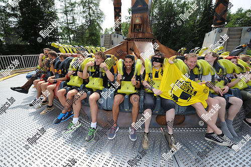2013-07-14 / Voetbal / seizoen 2013-2014 / Familiedag Lierse SK in Bobbejaanland / Hernan Losada (midden) tussen medespelers en supporters<br /><br />Foto: Mpics.be