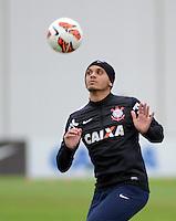 SÃO PAULO,SP, 02 julho 2013 -  Fabio Santos durante treino do Corinthians no CT Joaquim Grava na zona leste de Sao Paulo, onde o time se prepara  para para enfrenta o Sao Paulo pelas finais da Recopa . FOTO ALAN MORICI - BRAZIL FOTO PRESS
