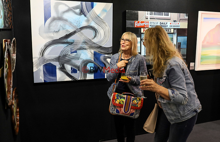 Kings College Art Sale, Kings College, Auckland, New Zealand, Friday 3 November 2017. Photo: Simon Watts/www.bwmedia.co.nz