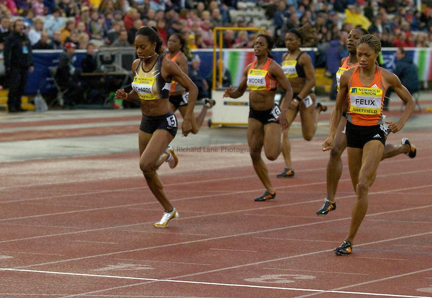Photo: Richard Lane/Sportsbeat Images..Norwich Union British Grand Prix, Sheffield. 15/07/2007. .Allyson Felix (rt) of USA beats Sanya Richard (lt) of USA in the women's 200m.