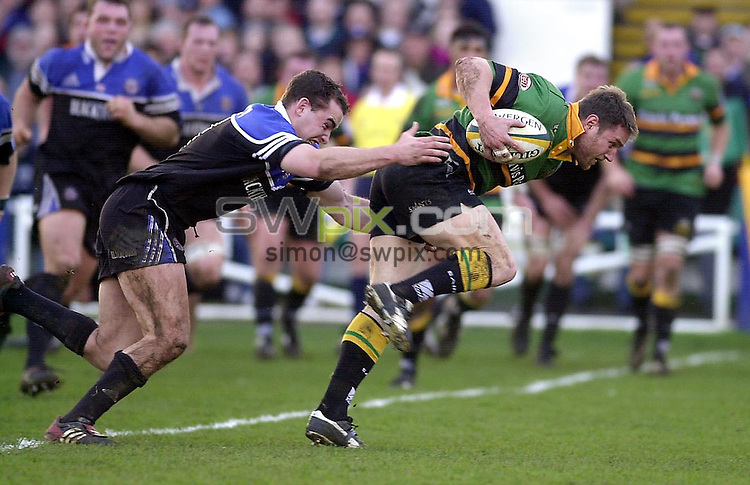 Pix: Matthew Lewis/SWpix.com. Rugby Union. Powergen Cup, Quarter Final. Bath v Northampton Saints. 25/01/2003...COPYRIGHT PICTURE>>SIMON WILKINSON>>01943 436649>>..Bath's Olly Barkl;ey tries to hold onto Northampton's Peter jorgenson.