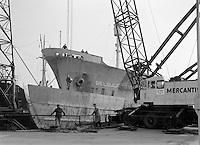 April 1964.  Schip BELGULF STRENGTH in de scheepswerf.