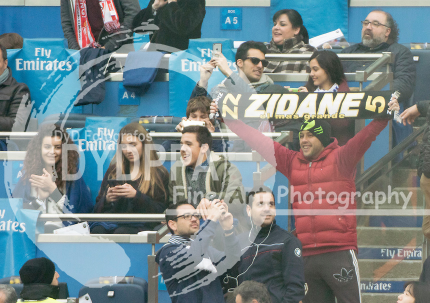 "Real Madrid´s supporter hold a scarf entitle ""Zidane, the biggest"""