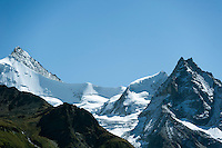 Switzerland, Canton Valais, Val d'Anniviers, near Zinal: right summit Besso, 3.668 m; left summit Zinalrothorn, 4.221 m and the Moming Glacier (Glacier de Moming) in the Valais Alps | Schweiz, Kanton Wallis, Val d'Anniviers, bei Zinal: rechts der Besso, 3.668 m; links das Zinalrothorn, 4.221 m und der Mominggletscher (Glacier de Moming)  in den Walliser Alpen