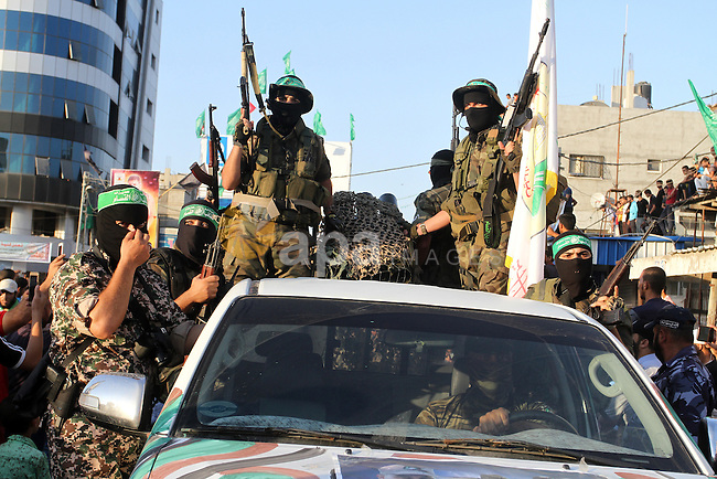 Palestinian members of al-Qassam Brigades, the armed wing of the Hamas movement, take part during an anti-Israel military parade, in Rafah in the southern Gaza Strip August 21, 2016. Photo by Abed Rahim Khatib
