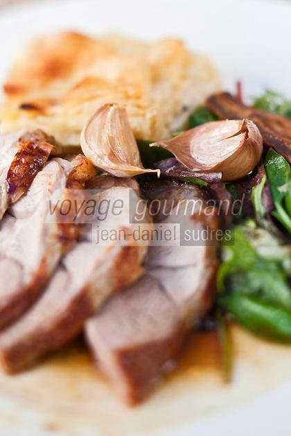 Europe/France/Rhône-Alpes/74/Haute-Savoie/Megève: Chalet d'altitude, restaurant: L'Idéal  1850 au sommet du Mont d'Arbois - Gigot d'agneau cuit à la broche, gratin dauphinois