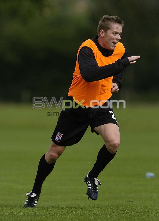 Pix: Ben Duffy/SWpix.com - Football-Division 1, Stoke City .......23/09/2004. ..COPYRIGHT PICTURE>>SIMON WILKINSON>>01943 608782>>..Stoke City's Steve Guppy in training