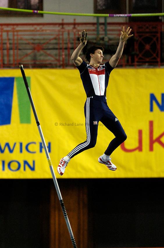 Photo: Jed Wee..Norwich Union International, Glasgow. 27/01/2007...Britain's Steve Lewis in the men's pole vault.