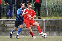 Justin Schmidt (Büttelborn) setzt sich durch - Büttelborn 03.10.2019: SKV Büttelborn vs. FSG Riedrode, Gruppenliga Darmstadt