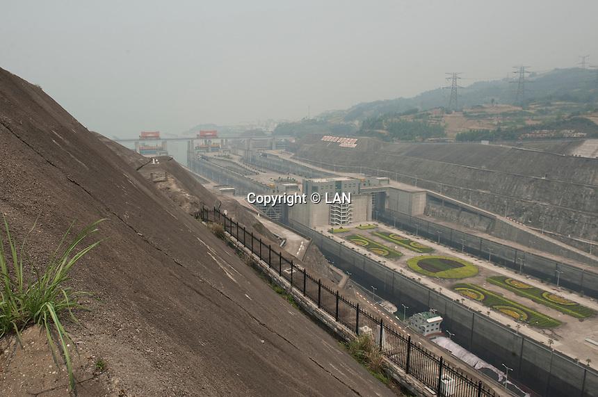 Daytime landscape view of the locks at the Chángjiāng Sānxiá Dàbà on the Cháng Jiāng in the Yiling District of Yichang in Hubei province.  © LAN