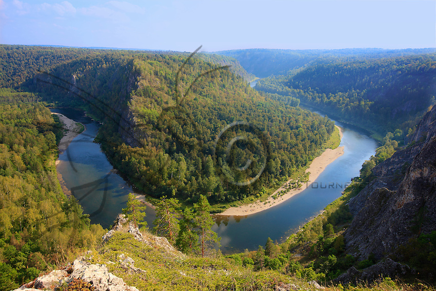 Bashkortostan is a region of mountains, immense steppes, verdant forests and valleys. It counts 600 rivers and 800 lakes. Here the Belaya River or White Volga crosses the reserve.