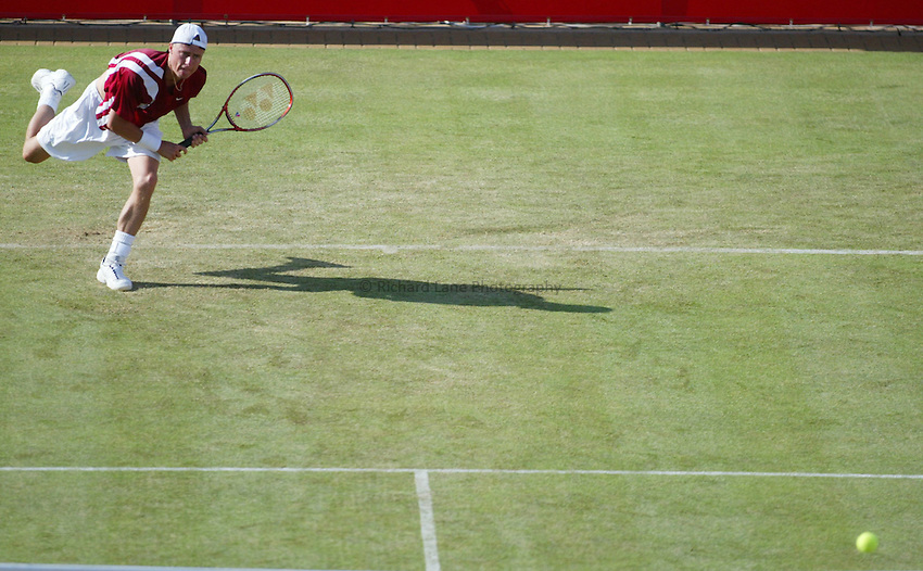 Photograph: Scott Heavey..Day 3 of the Stella Artois Championship at the Queens Club. 11/06/2003..Lleyton Hewitt.