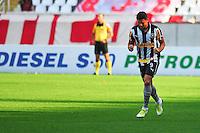 ATENÇÃO EDITOR: FOTO EMBARGADA PARA VEÍCULOS INTERNACIONAIS. - RIO DE JANEIRO, RJ, 09 DE SETEMBRO DE 2012 - CAMPEONATO BRASILEIRO - BOTAFOGO X NAUTICO - Elkeson, jogador do Botafogo, comemora o seu gol, durante partida contra o Nautico, pela 23a rodada do Campeonato Brasileiro, no Stadium Rio (Engenhao), na cidade do Rio de Janeiro, neste domingo, 09. FOTO BRUNO TURANO BRAZIL PHOTO PRESS