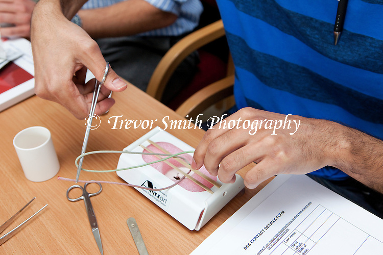 Basic surgical skills traing to tie sutures with a secure knot