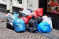 Nederland - Amsterdam -  2018. Vuilnis op de Wallen.  Foto Berlinda van Dam / Hollandse Hoogte
