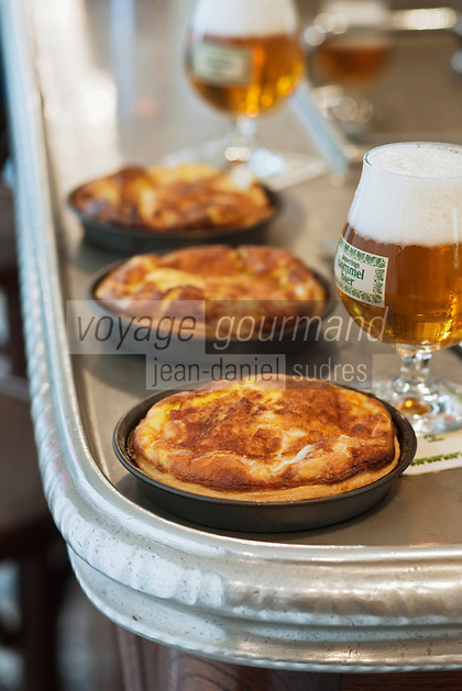 Europe/France/Nord-Pas-de-Calais/59/Nord/Godewaersvelde: Flamiche au maroilles recette de l' Estaminet  du Centre //  France, Nord, Godewaersvelde, Flamiche maroilles recipe in the Central Tavern