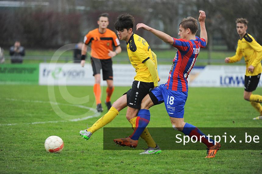 SCT Menen - Westhoek  : <br /> duel tussen Valentin Mahieu (L) en Alessio Staelens (R)<br />  Foto VDB / Bart Vandenbroucke