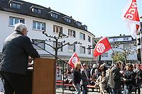 Gross-Gerau 01.05.2016: Maikundgebung des DGB-Ortsverein Gro&szlig;-Gerau, Sandb&ouml;hl<br /> DGB OV Vorsitzender Jochen Auer bei seiner Ansprache w&auml;hrend der Maikundgebung auf dem Sandb&ouml;hl<br /> Foto: Vollformat/Marc Sch&uuml;ler, Sch&auml;fergasse 5, 65428 R'eim, Fon 0151/11654988, Bankverbindung KSKGG BLZ. 50852553 , KTO. 16003352. Alle Honorare zzgl. 7% MwSt.