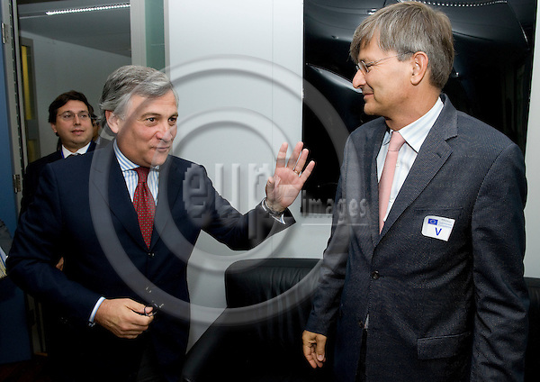 Brussels-Belgium - September 30, 2009 -- Presentation of the Action Plan on Urban Mobility by the European Commission and representatives of European Cities; here, prior to a press conference: Antonio TAJANI (le), Vice President of the EC and in charge of Transport, with Gabor DEMSKY (ri), Mayor of Budapest -- Photo: Horst Wagner/eup-images