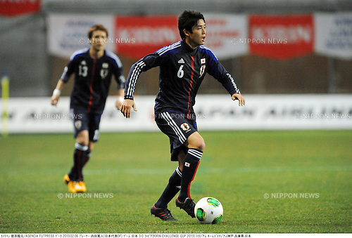 Atsuto Uchida (JPN),.FEBRUARY 6, 2013 - Football / Soccer :.Kirin Challenge Cup 2013 match between Japan 3-0 Latvia at Home's Stadium Kobe in Hyogo, Japan. (Photo by Takamoto Tokuhara/AFLO)