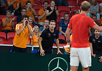 The Hague, The Netherlands, September 17, 2017,  Sportcampus , Davis Cup Netherlands - Chech Republic, Fifth match : Thiemo de Bakker (NED) gets support from teammembers Haase (L) and Griekspoor<br /> Photo: Tennisimages/Henk Koster