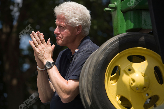 Former U.S. President William (Bill) Clinton lends his support to his wife, Senator Hillary Clinton (D-New York), potential Democratic Presidential candiate, at a campaign rally. Waterloo, Iowa, July 4, 2007