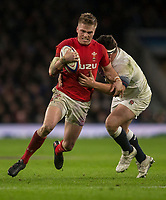 Wales' Gareth Anscomb evevades the tackle of Englands' Jamie George<br /> <br /> Photographer Bob Bradford/CameraSport<br /> <br /> NatWest Six Nations Championship - England v Wales - Saturday 10th February 2018 - Twickenham Stadium - London<br /> <br /> World Copyright &copy; 2018 CameraSport. All rights reserved. 43 Linden Ave. Countesthorpe. Leicester. England. LE8 5PG - Tel: +44 (0) 116 277 4147 - admin@camerasport.com - www.camerasport.com