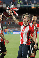 Athletic de Bilbao's Iker Muniain celebrates the victory in the Supercup of Spain. August 17,2015. (ALTERPHOTOS/Acero)