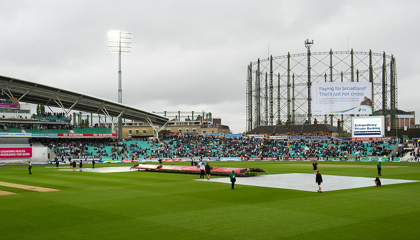 Rain covers in place as play is held up<br /> <br /> Photographer Ashley Western/CameraSport<br /> <br /> International Cricket - Investec Ashes Test Series 2015 - Fifth Test - England v Australia - Day 1 - Thursday 20th August 2015 - Kennington Oval - London<br /> <br /> &copy; CameraSport - 43 Linden Ave. Countesthorpe. Leicester. England. LE8 5PG - Tel: +44 (0) 116 277 4147 - admin@camerasport.com - www.camerasport.com