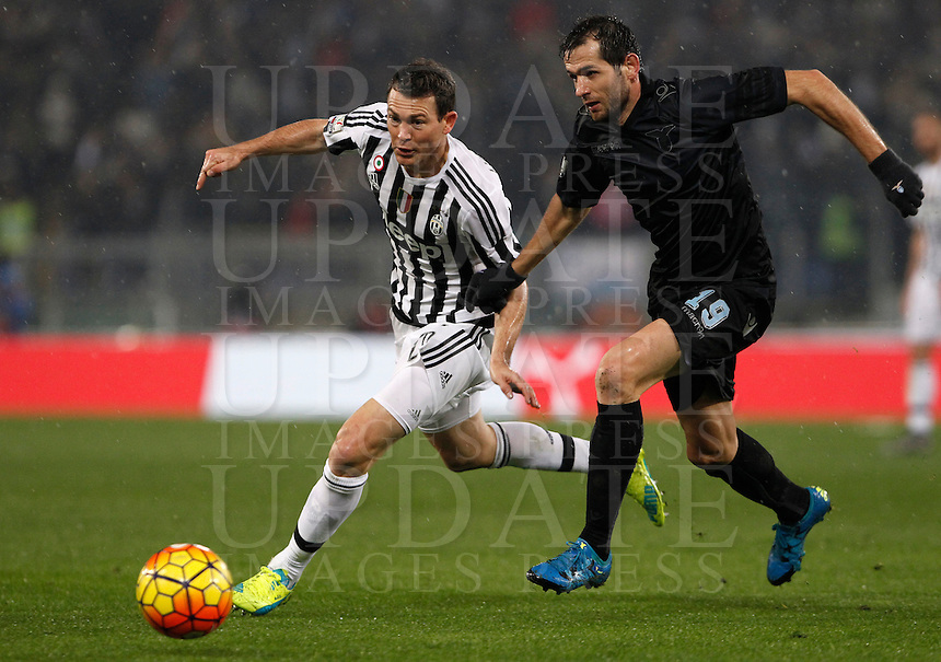 Calcio, quarti di finale di Coppa Italia: Lazio vs Juventus. Roma, stadio Olimpico, 20 gennaio 2016.<br /> Juventus' Stephan Lichsteiner, left, is challenged by Lazio's Senad Lulic during the Italian Cup quarter final football match between Lazio and Juventus at Rome's Olympic stadium, 20 January 2016.<br /> UPDATE IMAGES PRESS/Isabella Bonotto