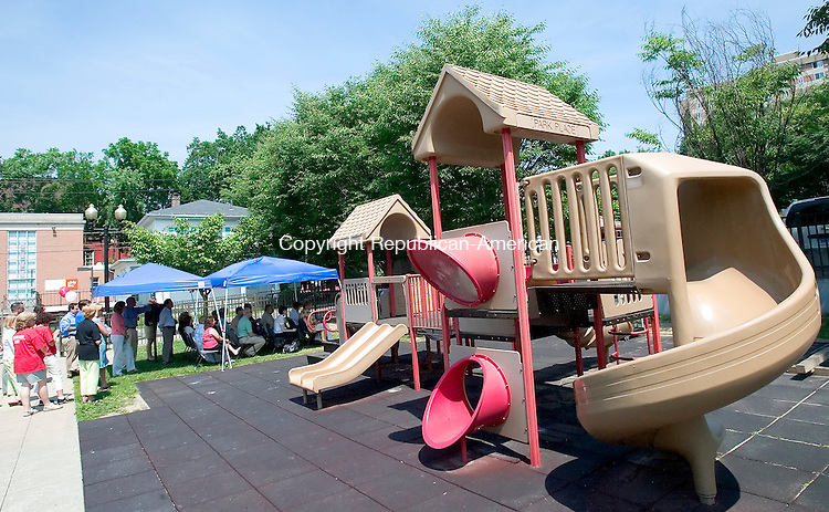 WATERBURY, CT. 26 June 2007-062607SV09--The Greater Waterbury YMCA held a ceremony to celebrate approval of a $3 million loan from the state Department of Social Services to expand and improve its child care program.<br /> Steven Valenti Republican-American