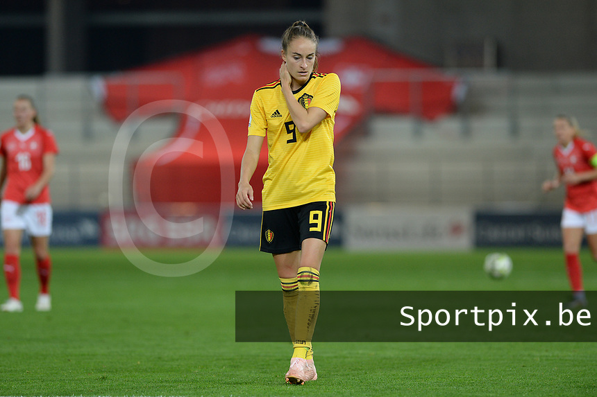 20181009 – BIEL BIENNE , SWITZERLAND : Belgian Tessa Wullaert pictured looking dejected and disappointed during the female soccer game between Switzerland and the Belgian Red Flames , the second leg in the semi finals play offs for qualification for the World Championship in France 2019 ; the first leg ended in equality 2-2 ;  Tuesday 9 th october 2018 at The Tissot Arena  in BIEL BIENNE , Switzerland . PHOTO SPORTPIX.BE   DAVID CATRY