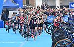 06.07.2019,  Innenstadt, Hamburg, GER, Hamburg Wasser World Triathlon, Elite Frauen, im Bild die Fuehrenden beim Wechsel auf dem Rathausmarkt vom Fahrrad zum Laufen Foto © nordphoto / Witke *** Local Caption ***