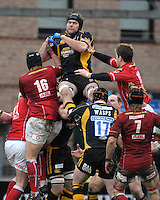 Wycombe, GREAT BRITAIN, Tom PALMES at the top, collecting the high ball, during the Heineken Cup game Wasps vs Llanelli Scarlets, at Adams Park Stadium, Bucks, 13.01.2008 [Photo, Peter Spurrier/Intersport-images