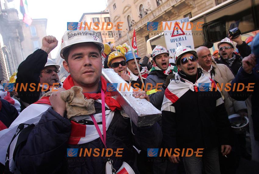 Roma 02/02/2010 Manifestazione degli operai dell'Alcoa in attesa del tavolo d'intesa con il governo.<br />Photo samantha Zucchi Insidefoto
