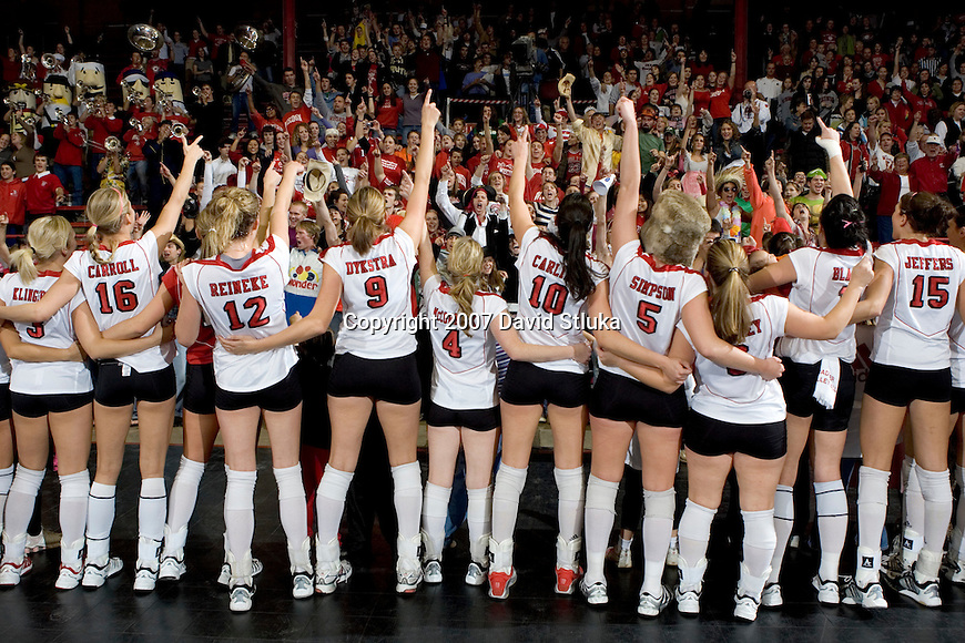 """MADISON, WI - OCTOBER 27: The Wisconsin Badgers volleyball team sings """"Varsity"""" to the fans after a victory against the Penn State Nittany Lions on October 27, 2006 in Madison, Wisconsin. (Photo by David Stluka)"""