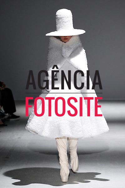 Paris, Franca &ndash; 02/2014 - Desfile de Gareth Pugh durante a Semana de moda de Paris - Inverno 2014. <br /> Foto: FOTOSITE