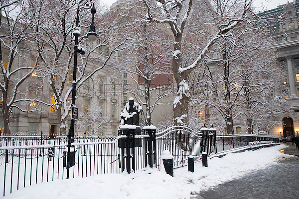 City Hall Park in Lower Manhattan's Civic Center after a Snow Storm, New York City, New York State, USA.<br />
