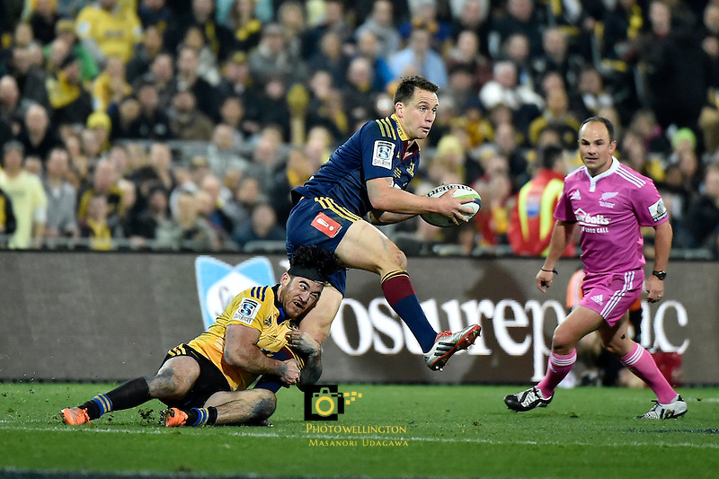 Highlanders' Ben Smith and Hurricanes' Nehe Milner-Skudder in action during the Super Rugby Final - Hurricanes v Highlanders at Westpac Stadium, Wellington, New Zealand on Saturday 4 July 2015.<br />
