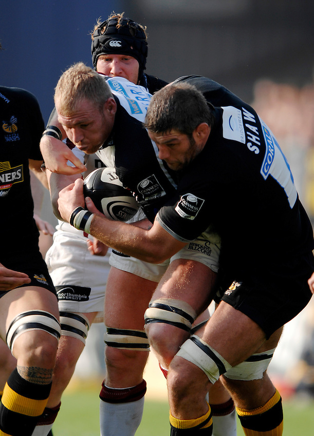 Photo: Richard Lane..London Wasps v Newcastle Falcons. Guinness Premiership. 15/10/2006. .Falcons' Andy Perry is tackled by Wasps' Simon Shaw.