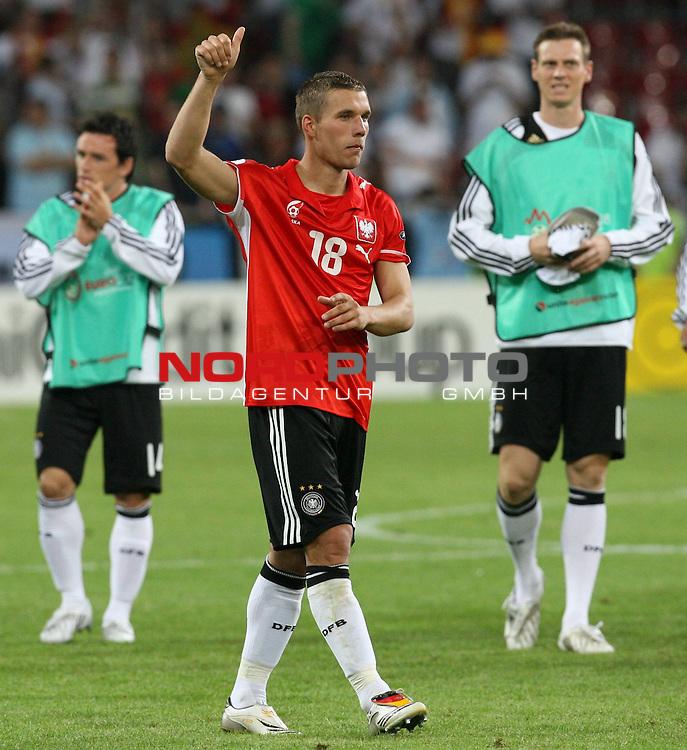 UEFA Euro 2008 Group B Klagenfurt - W&ouml;rthersee Match 04 Deutschland ( GER ) - Polen ( POL ) 2:0 (1:0). <br /> Piotr Trochowski ( Germany / Mittelfeldspieler / Midfielder / Hamburger SV #14 ), Doppeltorsch&uuml;tze Lukas Podolski ( Germany / Angreifer / Forward / Bayern Muenchen #20 ) und Tim Borowski ( Germany / Mittelfeldspieler / Midfielder / Bayern Muenchen #18 ) (l-r) feiern den Sieg nach Spielschlu&szlig;.<br /> Foto &copy; nph (  nordphoto  )