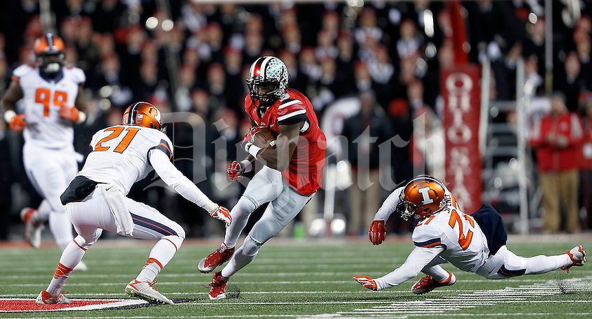 Ohio State Buckeyes wide receiver Michael Thomas (3) looks for room between Ohio State Buckeyes cornerback Trevon Forte (21) and Illinois Fighting Illini defensive back Eaton Spence (27) in the first quarter of the NCAA football game at Ohio Stadium on Saturday, November 1, 2014. (Columbus Dispatch photo by Jonathan Quilter)