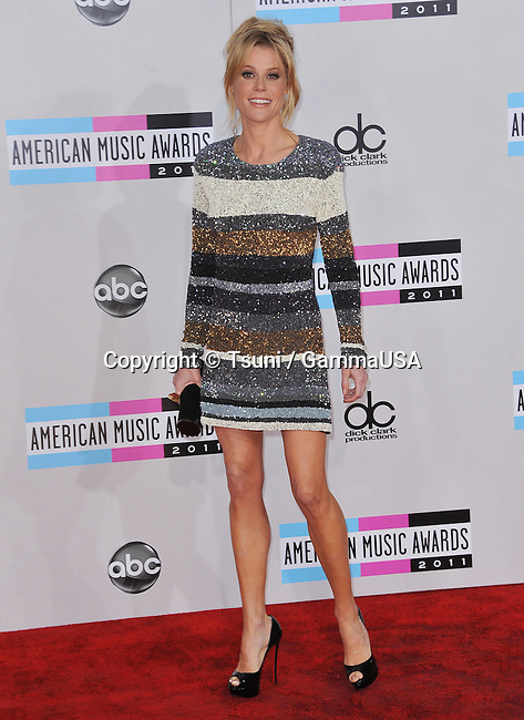 Julie Bowen   at the AMA Awards 2011 at the Nokia Theatre in Los Angeles.