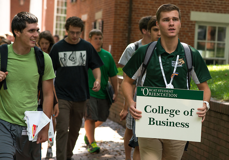 Christian Bucey, and Orientation leader, helps a group of incoming OU College of Business Bobcats during orientation on July 23, 2013. Photo by Elizabeth Held