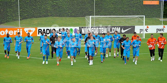 LAUSANNE - Trainingskamp Nederlands Elftal in Zwitserland in het Stade Juan-Antonio Samaranch, voorbereiding EK 2012, 18-05-2012, warming up.