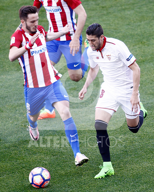 Atletico de Madrid's Saul Niguez (l) and Sevilla FC's Sergio Escudero during La Liga match. March 19,2017. (ALTERPHOTOS/Acero)