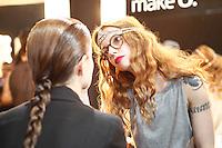 SAO PAULO, SP, 22 DE MARCO 2013 - SPFW R.ROSNER - A bloqueira e apresentadora Julia Petit maquiando no backstage da grife R.Rosner no último dia do São Paulo Fashion Week primavera-verão na Bienal do Ibirapuera na região sul da cidade de São Paulo nesta sexta-feira, 22. .FOTO: POLINE LYS - BRAZIL PHOTO PRESS.